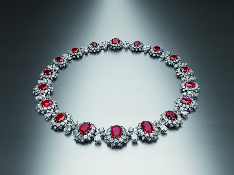 Bulgari_03.necklace-in-platinum-with-rubies-and-diamonds_LOW
