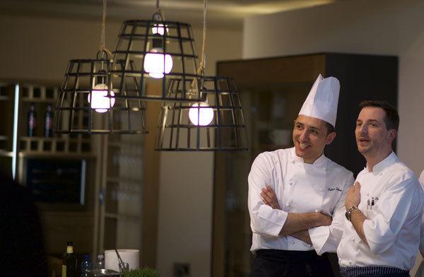 Lo chef Fabio Silva con lo stellato Theo Penati alla Mensa di Solidarietà 2016